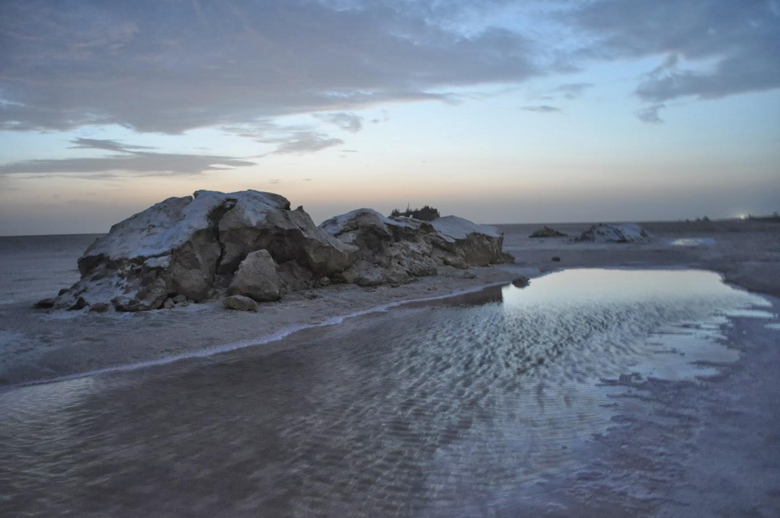 На развиделяване край Соленото езеро в Сахара, Тунис. Може би така ще изглежда Земята след глобалната промяна на климата ?