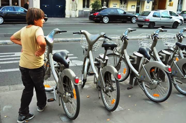 Човек може за жълти стотинки да обикаля цял ден из града с тези колела, стига обаче да притежава кредитна карта.