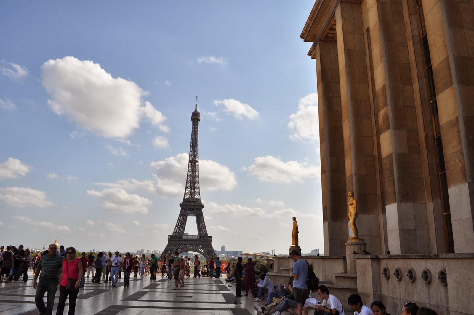 Place du Trocadero с феноменалния си изглед към кулата и  Le Musee de l'Homme /Музея на човешкия род /? /