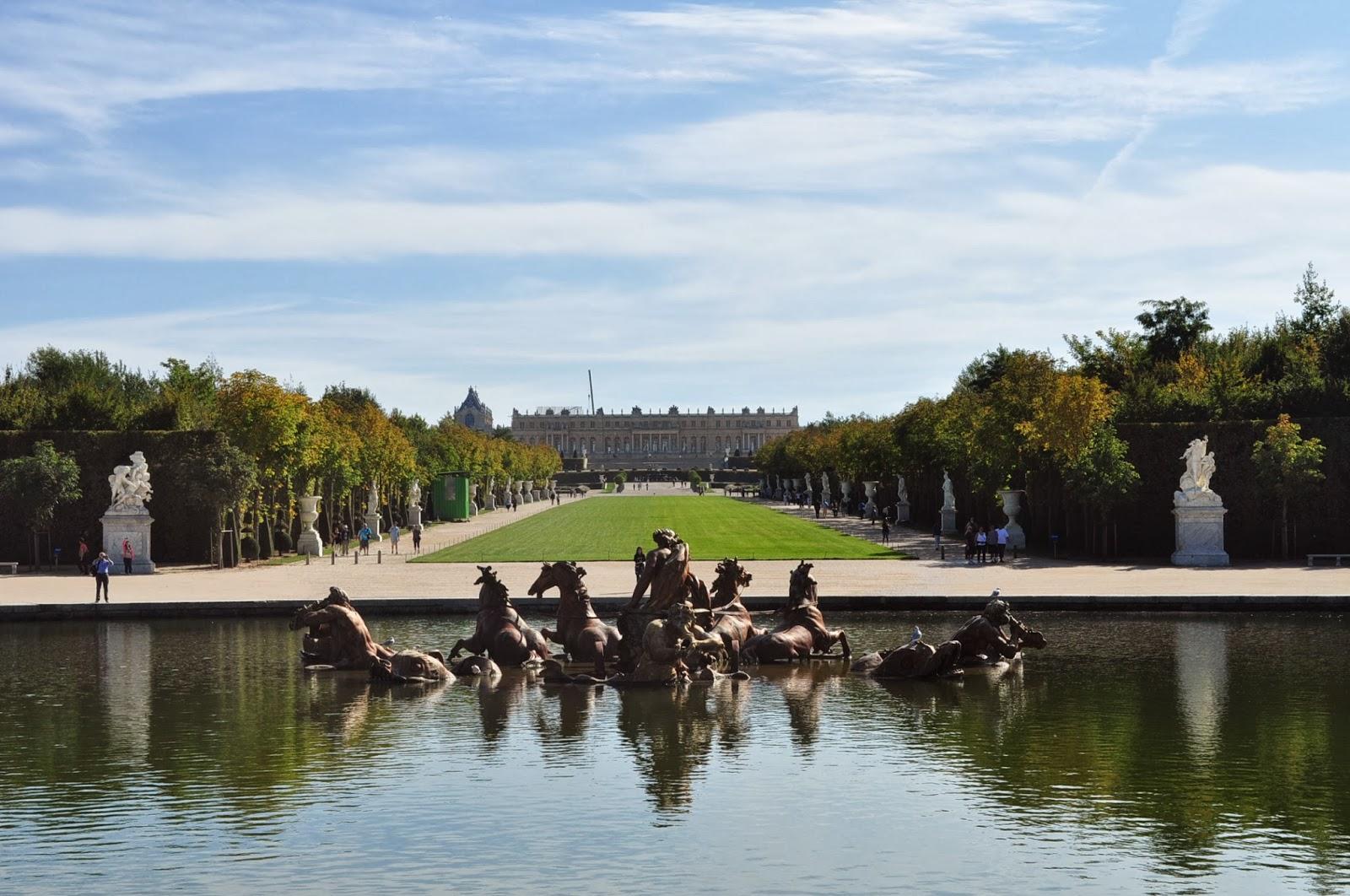 Без да се информираме предварително решаваме да посетим Версай понеделник, който всъщност е почивен ден. Така е за повечето музеи в Европа. Но кой да се сети!