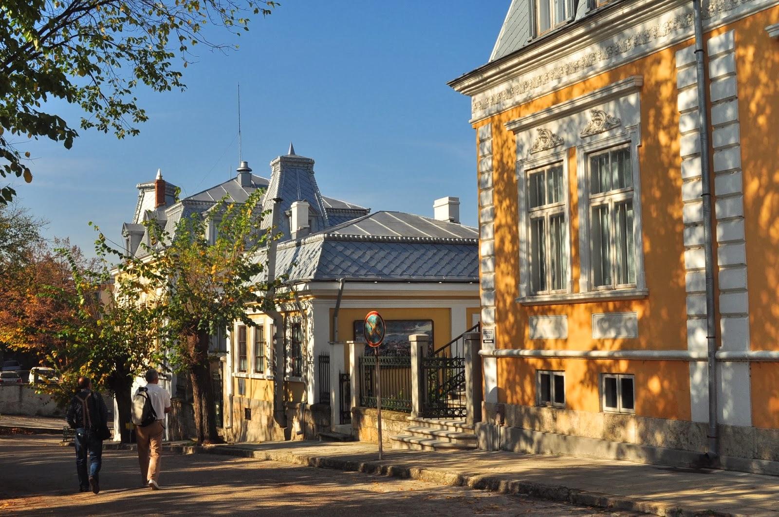 Крайдунавският град Тутракан е истинска туристическа перла, за която малцина подозират. Великолепната архитектура от края на 19-ти век, красивият крайбрежен парк, музеят на риболова и лодкарството, рибарското селище, което в момента се възстановява, са само част от местните атракции.