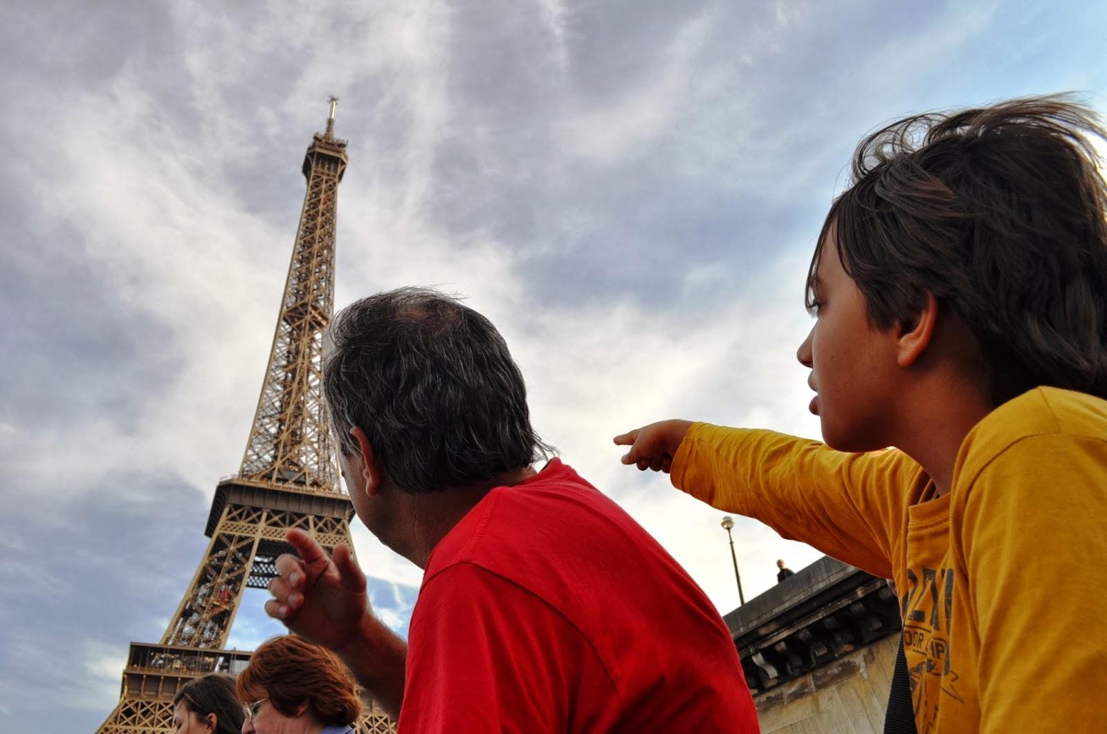 """Каква изненада, ето я пак !!! Парижката """"Железна лейди"""" наднича зад всеки ъгъл."""