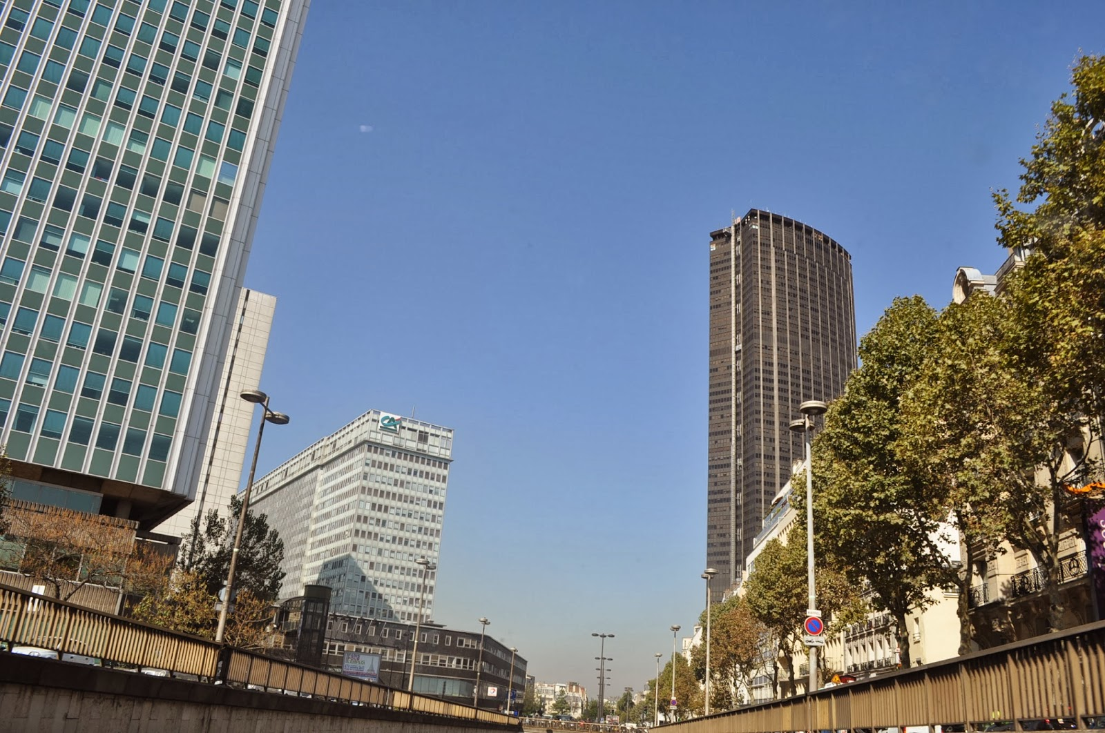 Разходка из Париж с изглед към кулата Монпарнас /не е по-висока от Айфеловата/