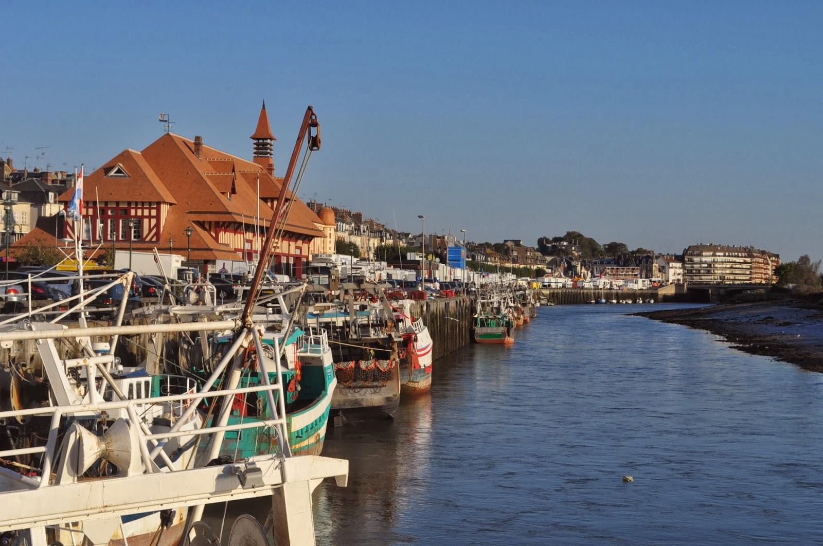 Симпатичното градче Трувил на брега на Атлантическия на 200 км. от Парижни посреща окъпано в слънце