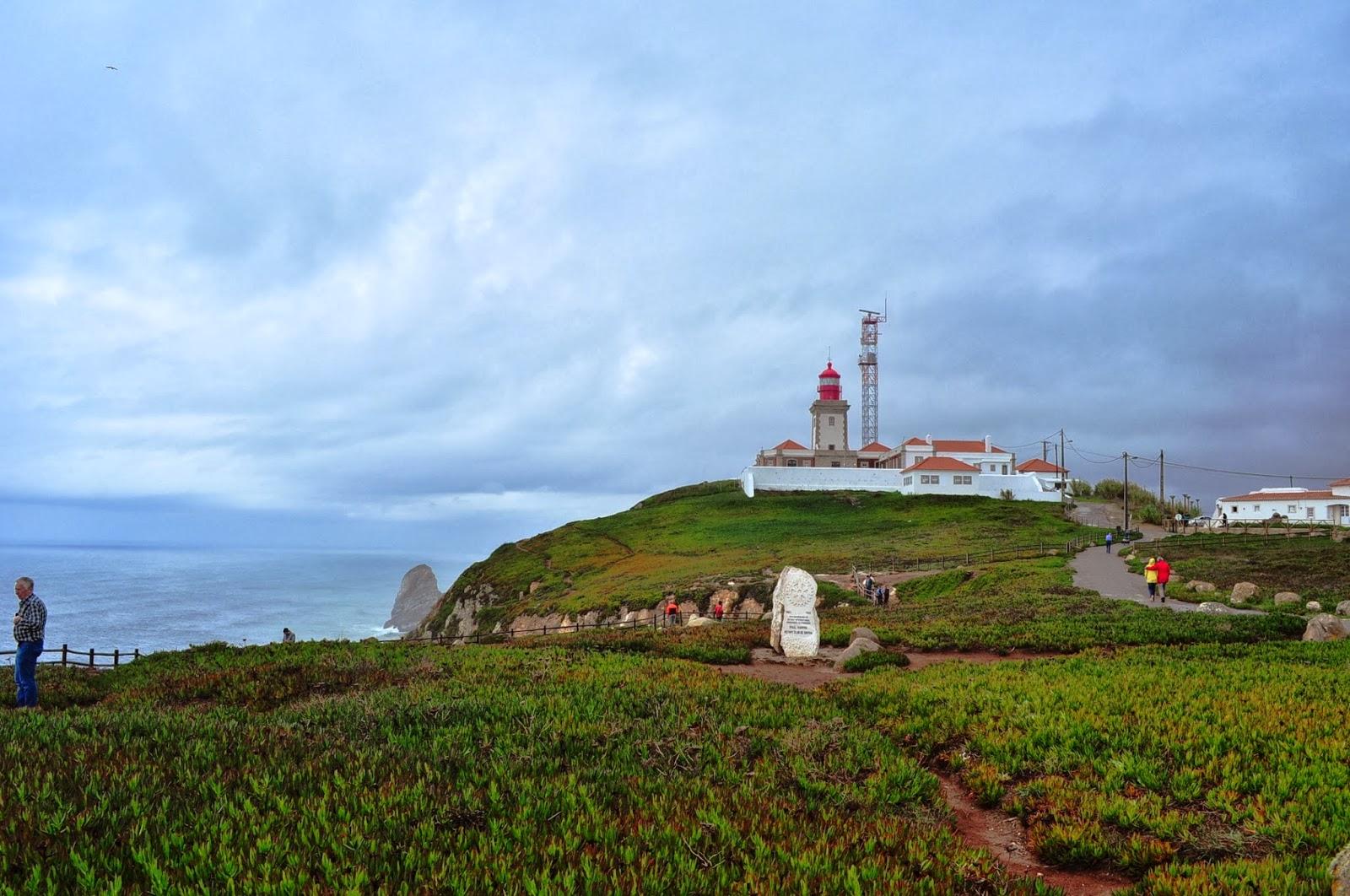 Отправяме си към най-западната част на Стария континент,там където вълните на Атлантика се разпръскват в нозете на чудовищно стръмни скали.