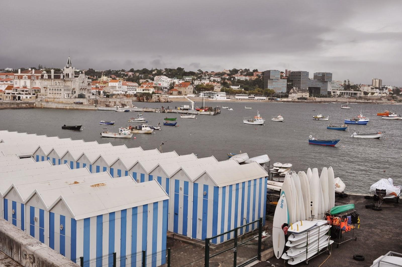 Кашкаиш се нарича и едно от реномираните им курортни градчета, недалеч от столицата. В някогашното рибарско селце днес се кипрят едни от най-красивите и скъпите им резиденции, а в яхтеното пристанище са пуснали котва ветроходните возила на местни тузари.