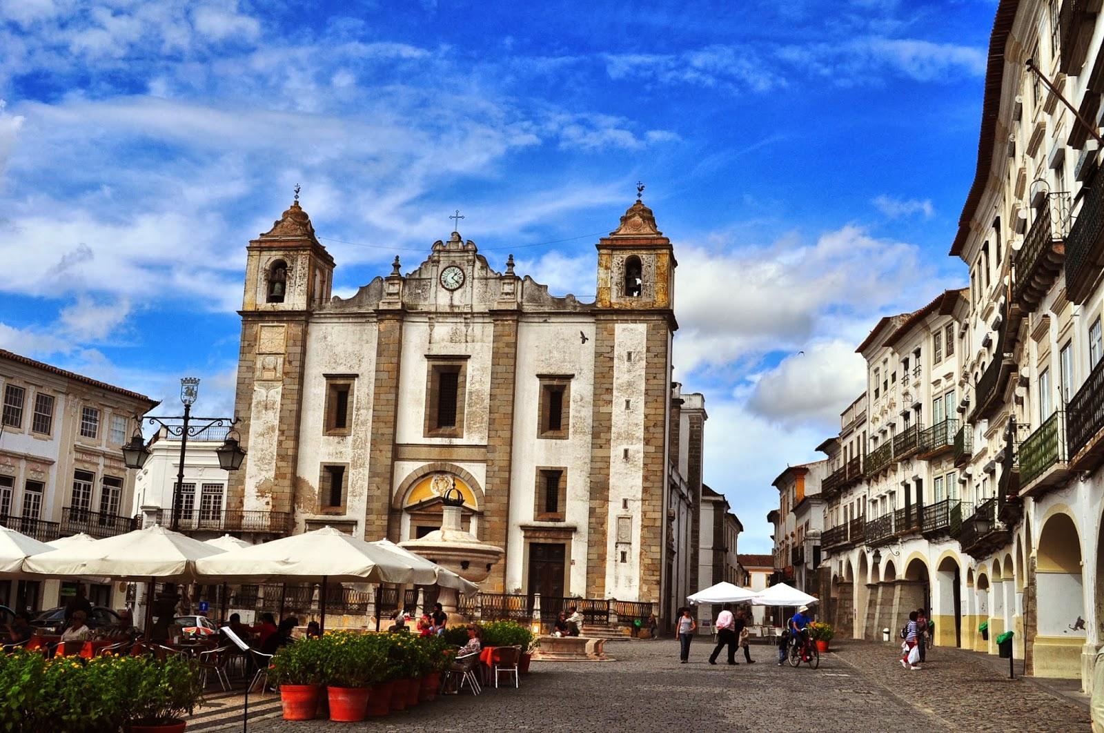 Централният площад Праса до Жиралдо в Евора