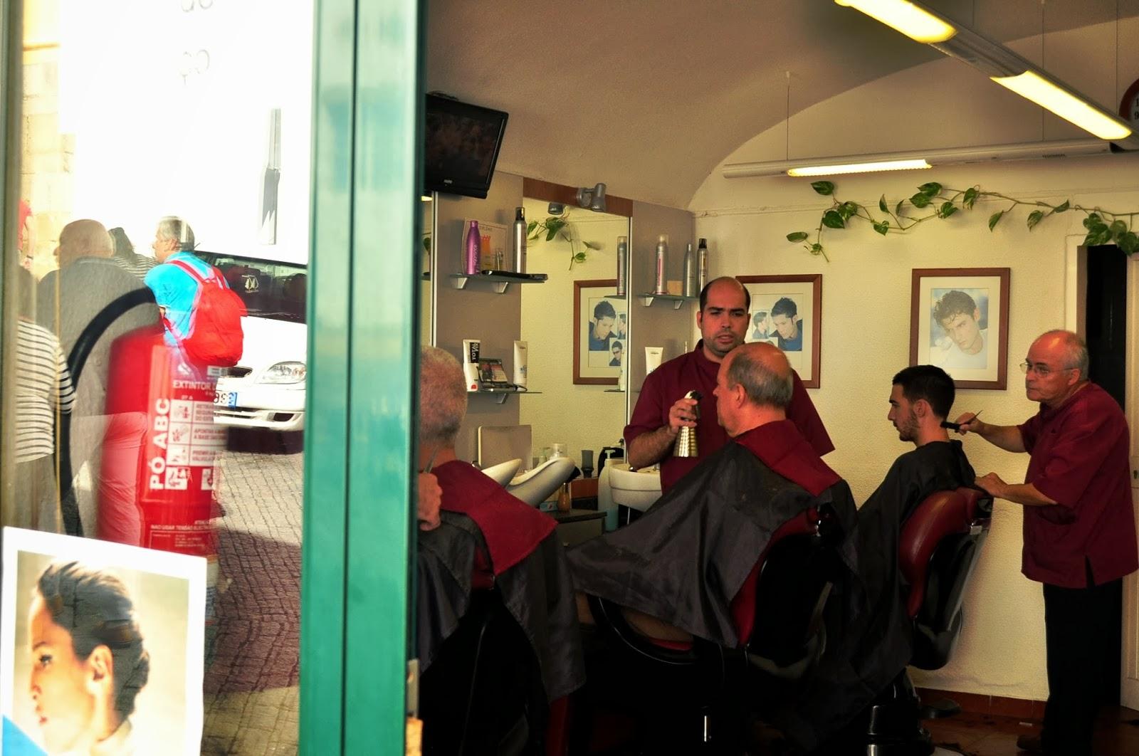 За местните бръснарницата е най-вече място за срещи и раздумка.