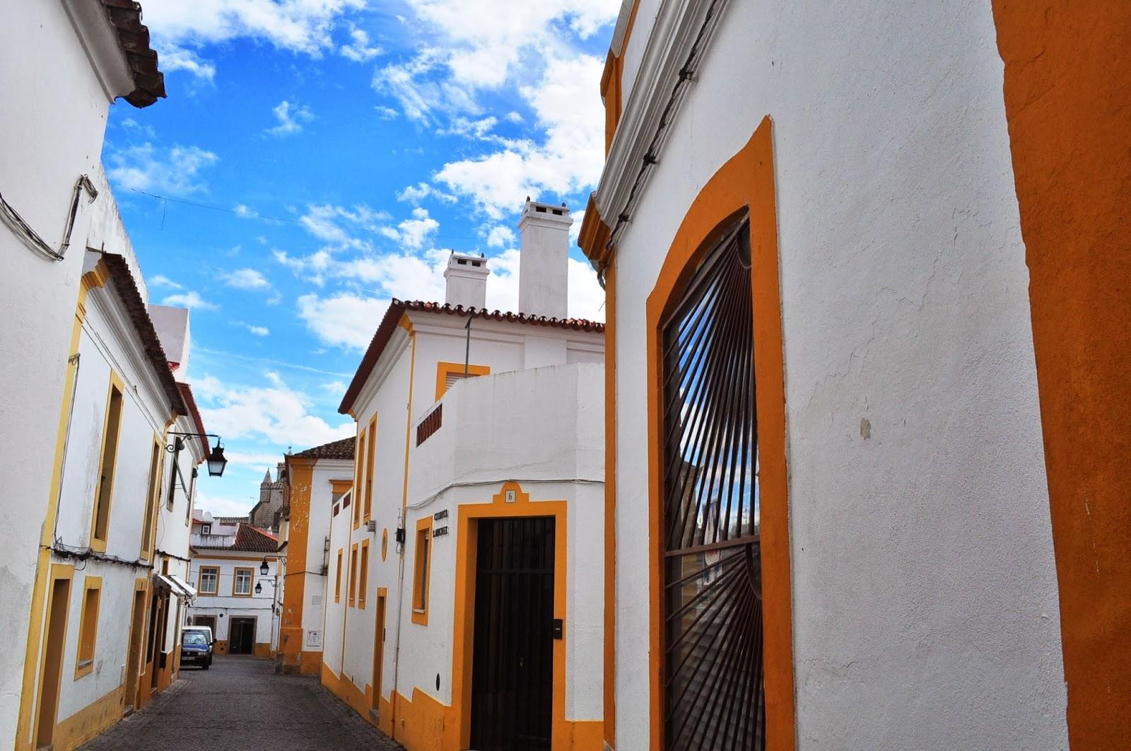 В Евора следите, оставени от маврите се преплитат със свидетелства от испанското присъствие.