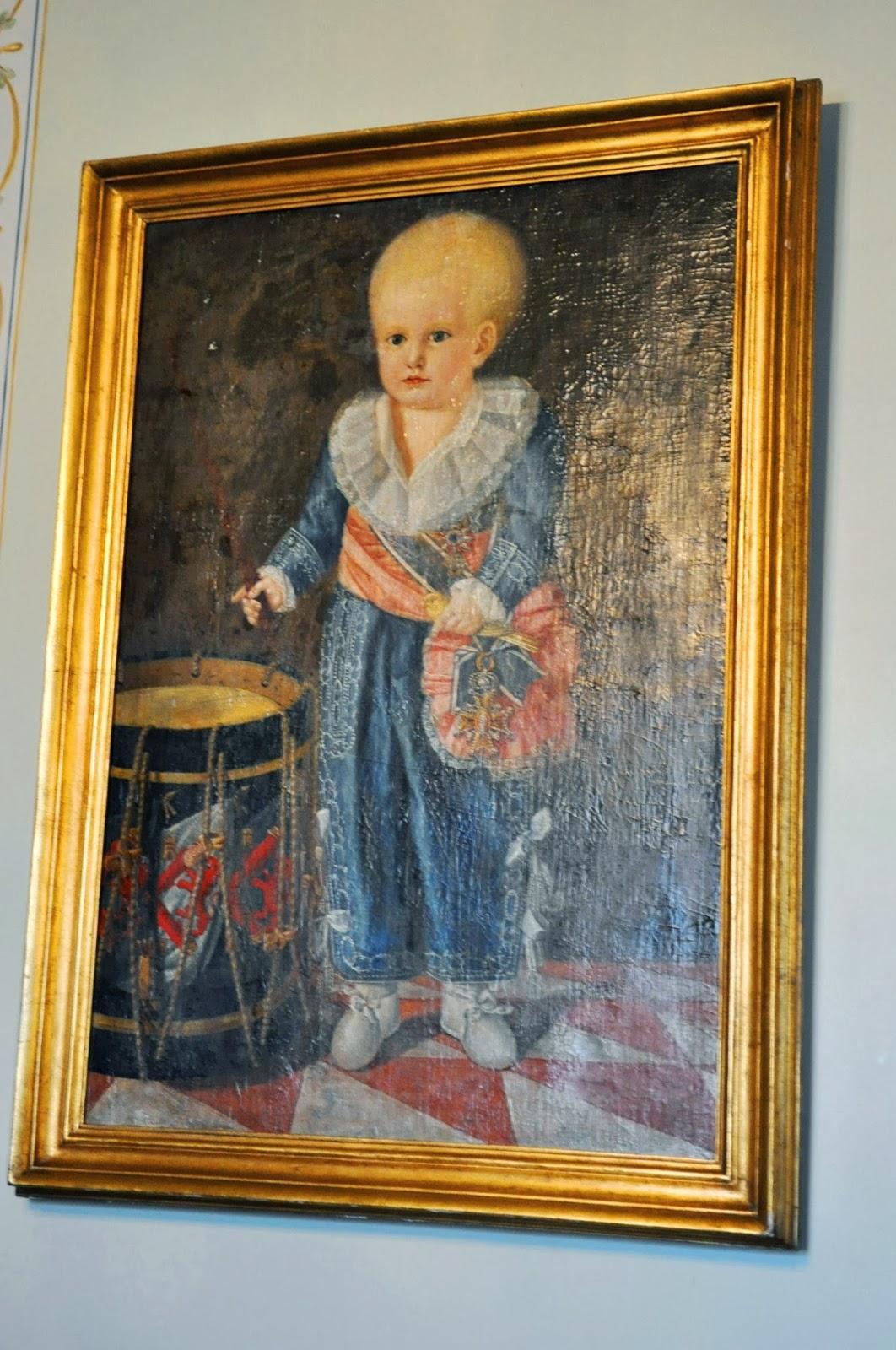 Португалските крале се женели само за най-близките си роднини - сестра, братовчед, леля... Резултатите са повече от видими по стените на двореца. Пълно е с портрети на малки уродливи принцове и принцеси. Детенцето от тази картина е болно от хидроцефалия.