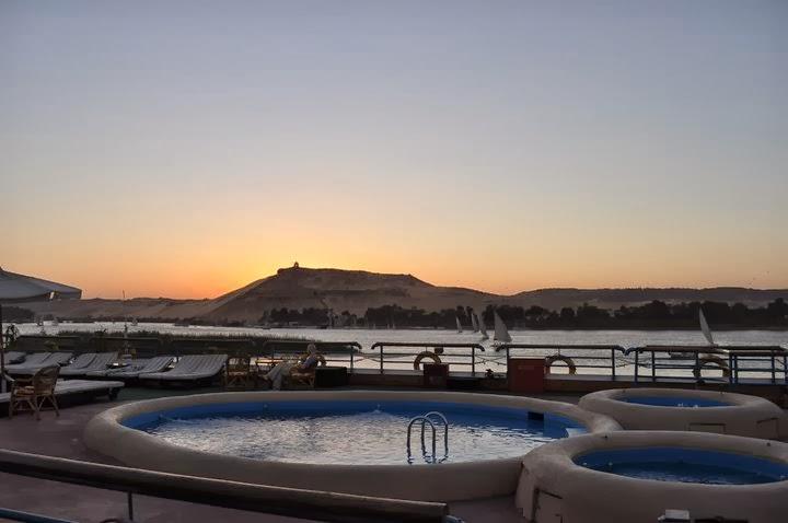 Декемврийските египетски нощи са прохладни и не особено подходящи за басейни и джакузита на борда, но през деня беше идеално!