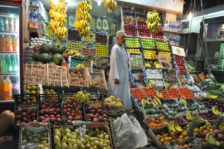 Вечерта се разходихне на пазара в Асуан. Не успях да опозная вкуса на повечето им плодове с изключение на т.нар. гуава - хибрид между нашата круша, пъпеш и киви,