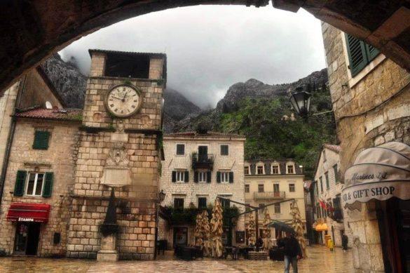 """Средновековното градче Котор в Черна гора - първата спирка на 5 -дневното ни блиц пътешествие из трите Балкански държавици, рекламирани  от турагенциите като """"Адриатически перли"""" .  Не без основание."""