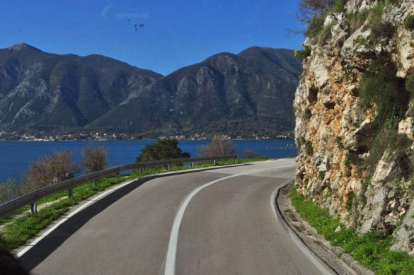 Черна гора. Планините в този край са голи, каменисти и безплодни. Но може би точно в тази им особеност се крие техният чар?