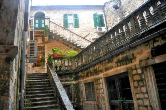 Заради автентичния средновековен облик на стария си град Котор е включен в списъка на ЮНЕСКО.