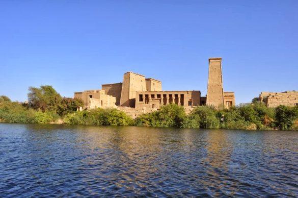 В Асуан ни показаха язовира, строен от бг специалисти още от времето на соца, както и невероятния храм на Изида-един от 7-те обекта в Египет, които са били разглобени, пренесени в страни и сглобени отново ,за да не потънат под язовирните води.