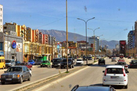 Наближаваме националната гордост на Албания - обновеният столичен център. Ломско шосе, Обеля.