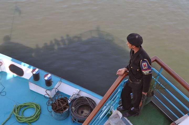 Непрекъснато ни охраняваха полицаи.