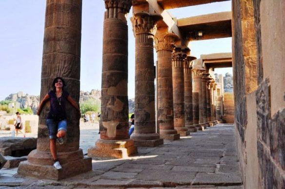 Повечето колони на храмовете са с формата на лотос-свещеното цвете на древен Египет, символизиращо творението, раждането и Слънцето, като източник на живота.