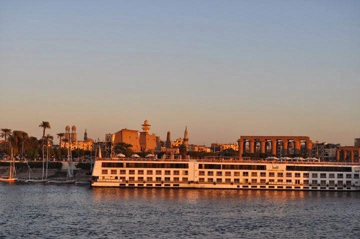"""Ето го и Луксор- един от най-колоритните египетски градове, пропит с хилядолетна история , разположен на мястото на Тива -столица на древен Египет. Наричат го най-големият музей на открито"""".."""