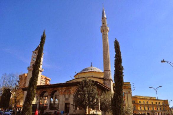 Без джамия в центъра не може, макар че не били особено религиозни.