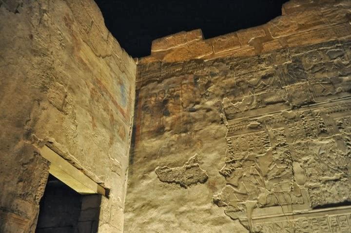 Християните са покривали египетските храмове с изображения на техни светци, а след тях мюсюлманите са дошли и са изболи всичко с шишове.