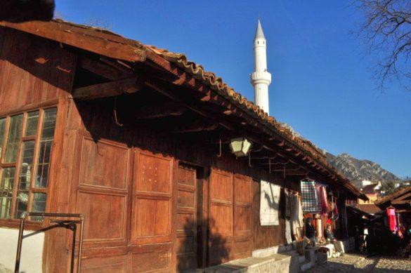 От трите Адриатически перли които обходихме на юруш през  5- дневната ни екскурзия, ми се стори че май най-много си приличаме с Албания.