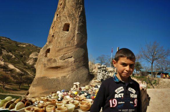 Тази част на Анадола е най-бедната в цяла Турция, която иначе просперира в качеството си на една от водещите икономически сили в света. Част от тукашното население обаче, определено мизерства и се чуди как да изкара по някоя лира от стиснатите европейски и американски туристи.