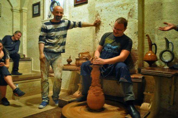 В гр. Аванос ни показаха предприятие за производство на керамични изделия, тъй като районът е известен в красивите си грънци, изпъстрени с ярки цветове.