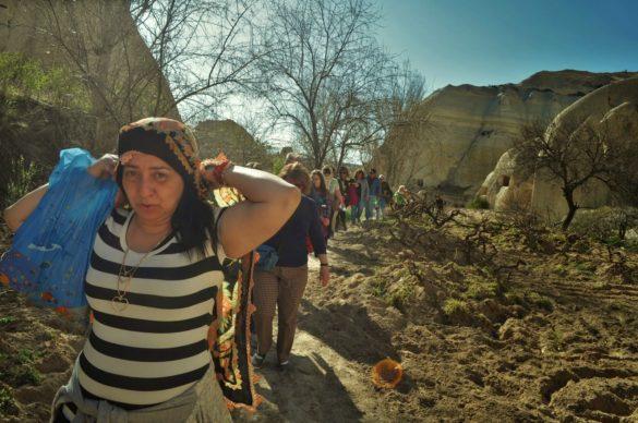 Нашата сърцата и сладкодумна предводителка Меги ни поведе през  три долини в десета.