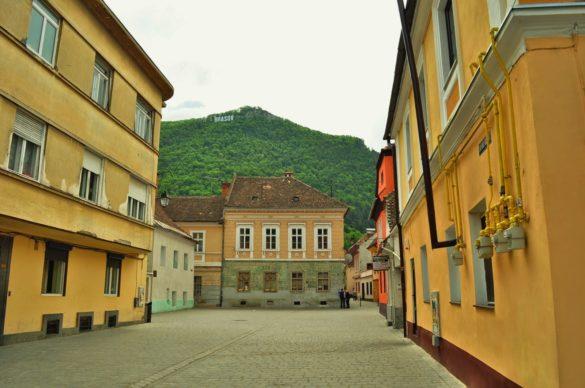 Местните хора обаче избягват да споменават ,че при соца, градът им, представляващ малък шедьовър на архитектурата, се е казвал Сталин.