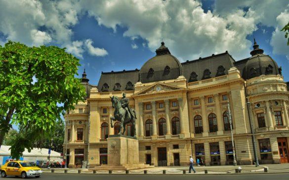 Наблизо се намира паметникът на друга емблематична фигура от румънската история, крал Карол І , който за разлика от нашите Кобурги,  допринесъл значително за териториалното разрастване на Румъния и за благоденствието на своя народ, който до ден днешен го обича и тачи.