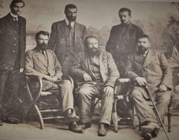 Комуната на толстоистите от българската  Ясна поляна