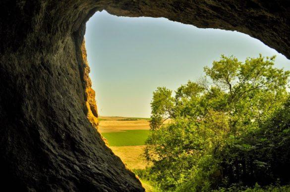 """Наблизо е пещерата """"Рускина дупка"""", за която се предполага че е била тракийско светилище от V в. пр.Хр."""