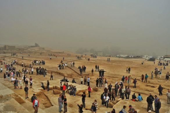 Има ли по-голямо разочарование от това да прелетиш хиляди километри, за да видиш прословутите пирамиди и да се изправиш пред следната гледка!!!