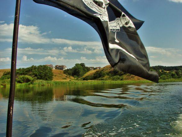 А най-колоритната част на Велека е устието й край село Синеморец , където през лятото се предлагат разходки с лодки ,придружени от високосъдържателна беседа за флората и фауната на реката.