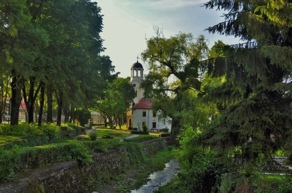 """Приятна изненада е град Малко Търново с невероятно красивите си къщи и църквата си """"Св. Успение Богородично"""""""