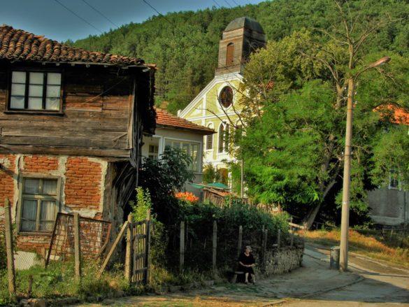 В миналото Бродилово било нестинарско село. В наши дни обаче нестинарството се е превърнало в туристическа атракция, организирана по предварителна заявка.