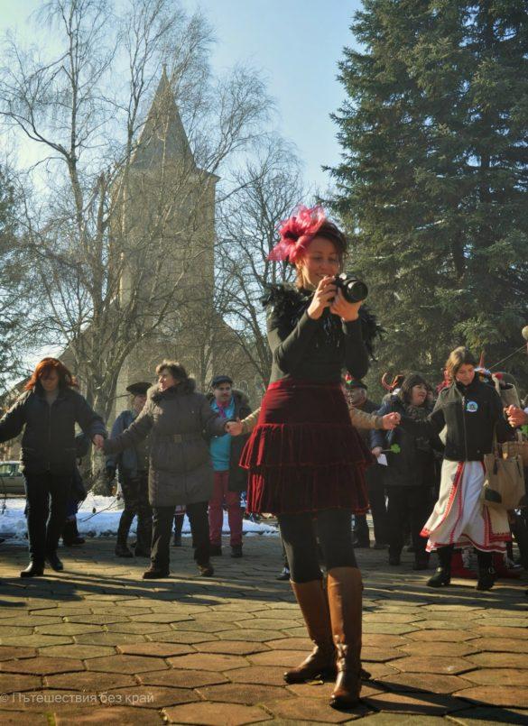 Младата бивша кметица на Бърдарски герн засне цялото шествие с чисто новия фотоапарат на читалището
