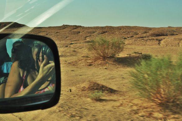 Средната скорост с която се движим е 80-100 км. , като в програмата са предвидени лупинги и спускания от 70 -80 градуса наклон по дюните, съпроводени с ужасени писъци и молби да намалят скоростта.