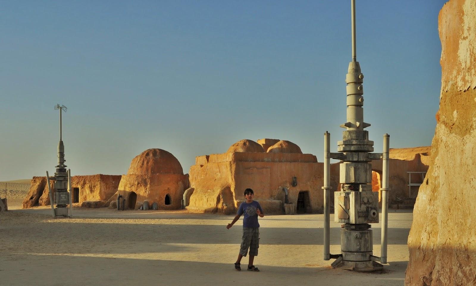Ами да, точно така! Това е звездното градче от култовата продукция Star wars, което за жалост тъне в разруха. В момента се обсъждат начини за набиране на средства с които да бъде възстановено.