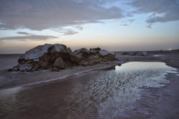 На следващата сутрин потеглихме към 3 и половина за да посрещнем изгрева край соленото езеро на около 150 км от размирния Алжир