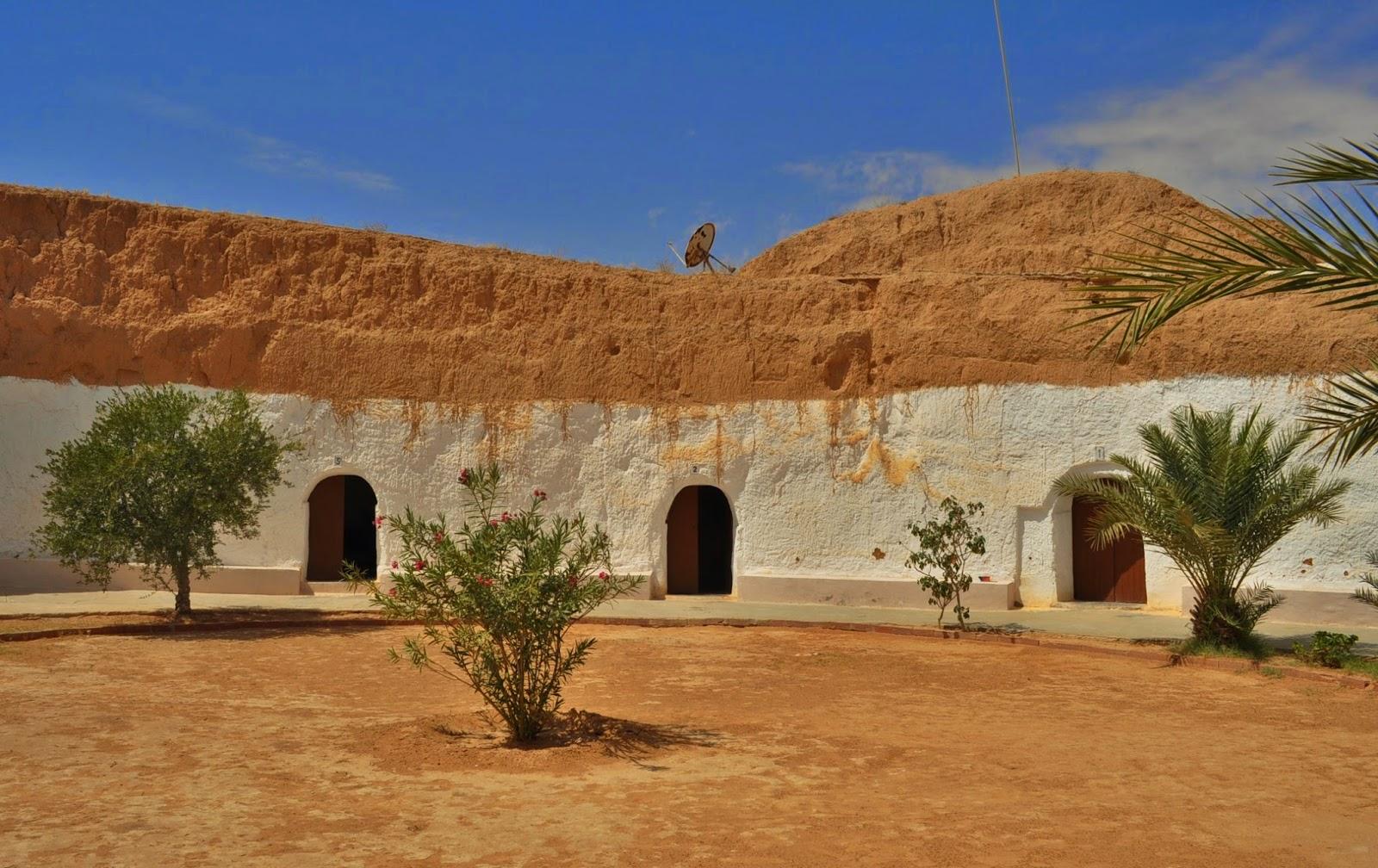 Време за обяд. Попадаме на следния берберски туристически ресторант.