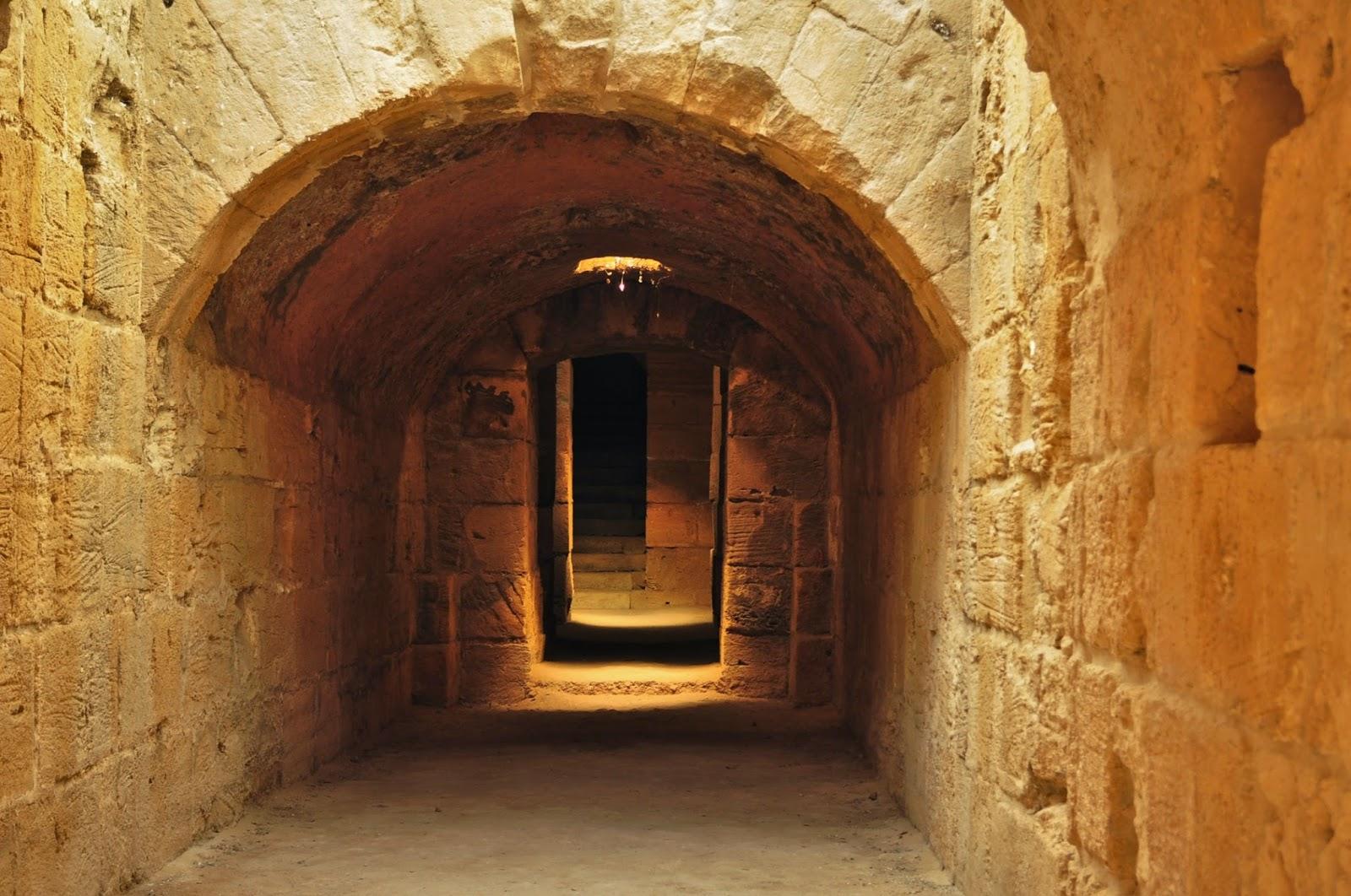 Намира се в днешният град Ел Джем и е една от археологическите гордости на Тунис.
