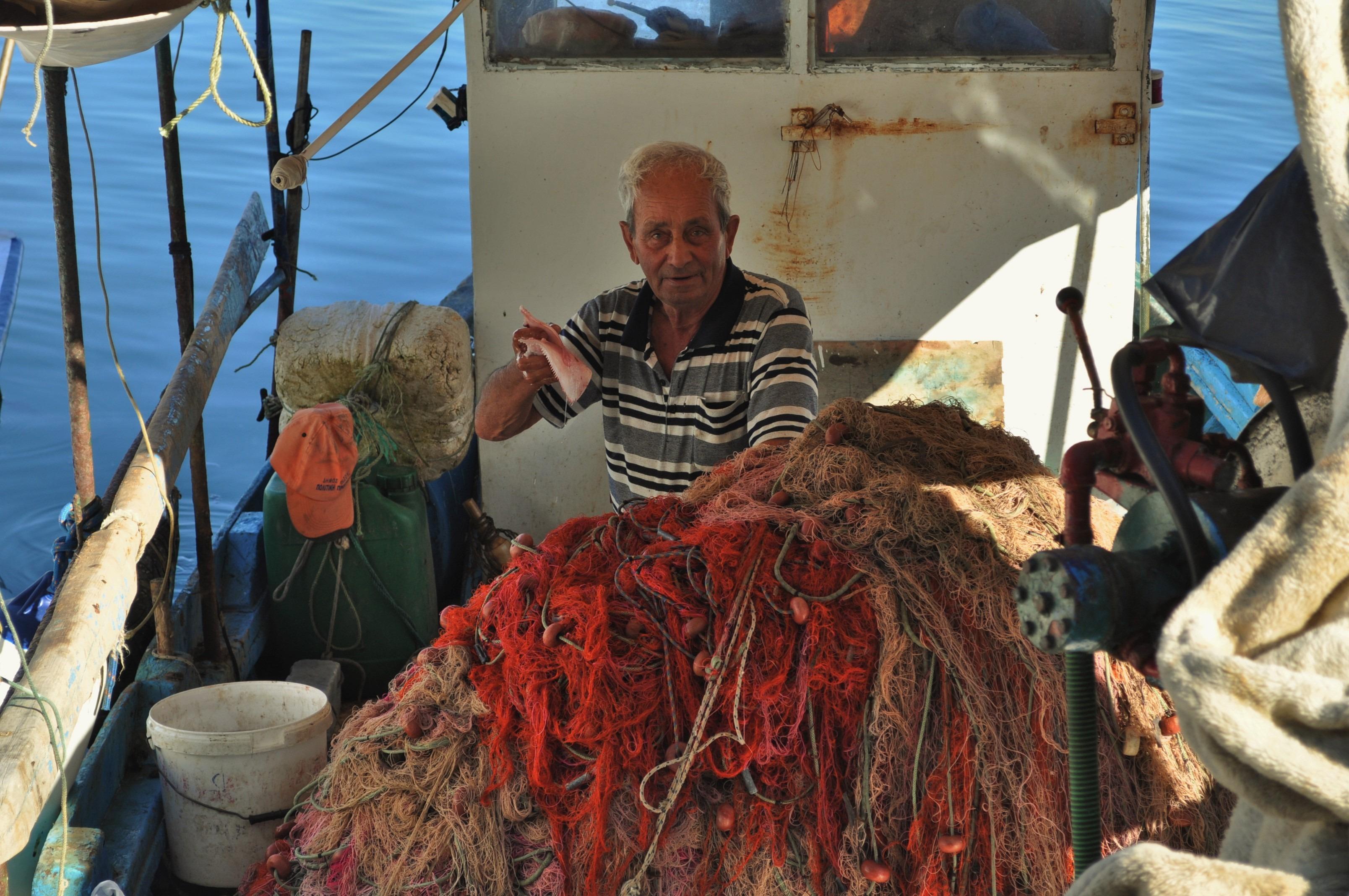 Местните,  наред с риболова,  се захванали с отглеждане на маслини,  а по-късно и с туризъм.
