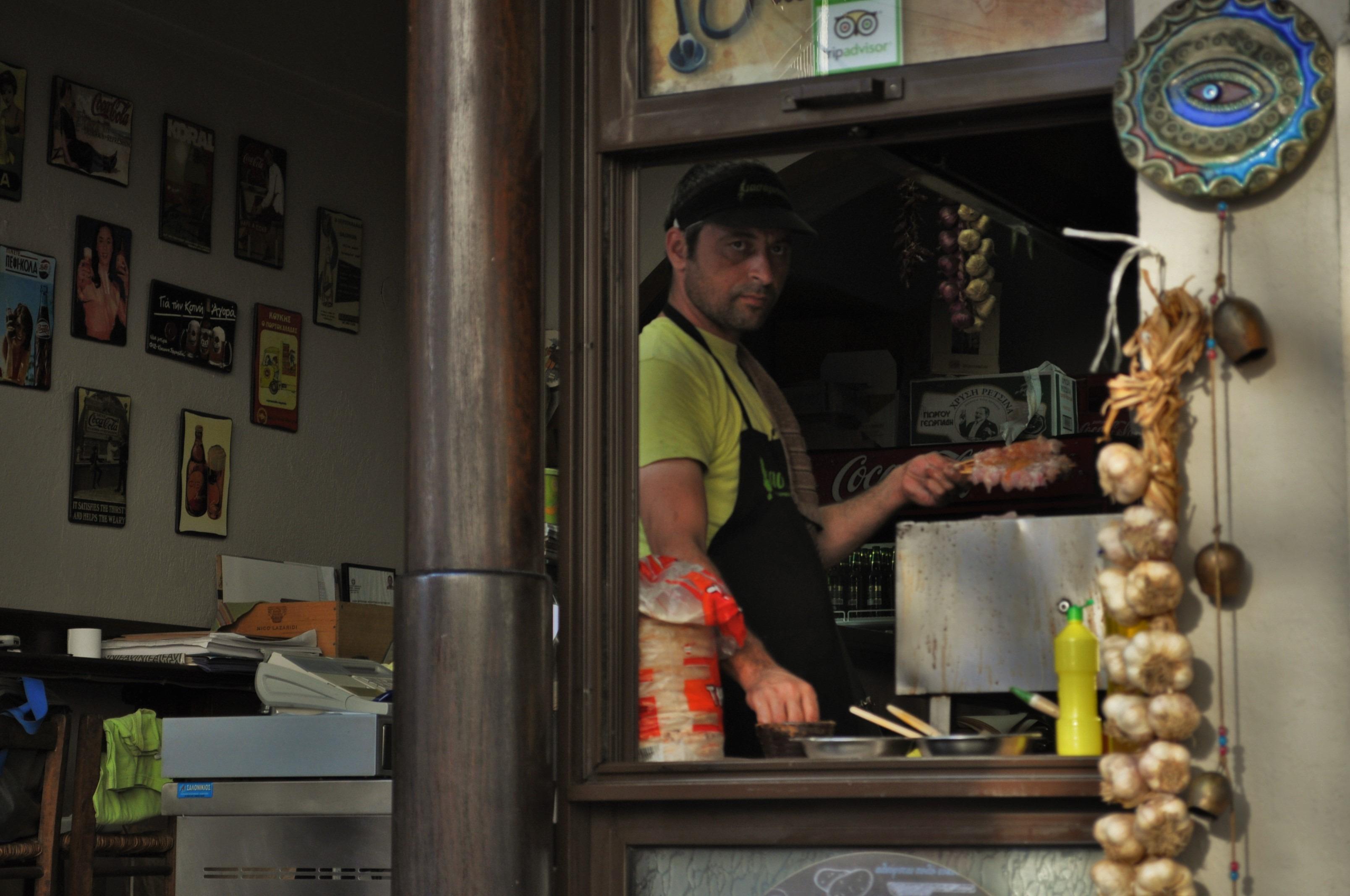 Но в тази си част, Тасос напомня на нашите  туристически комплекси с характерната човешка гмеж, сергии, бира скара и пр.