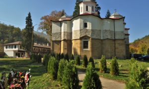 Стани монах за един ден в Лопушанския манастир