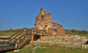 Червената църква край Перущица