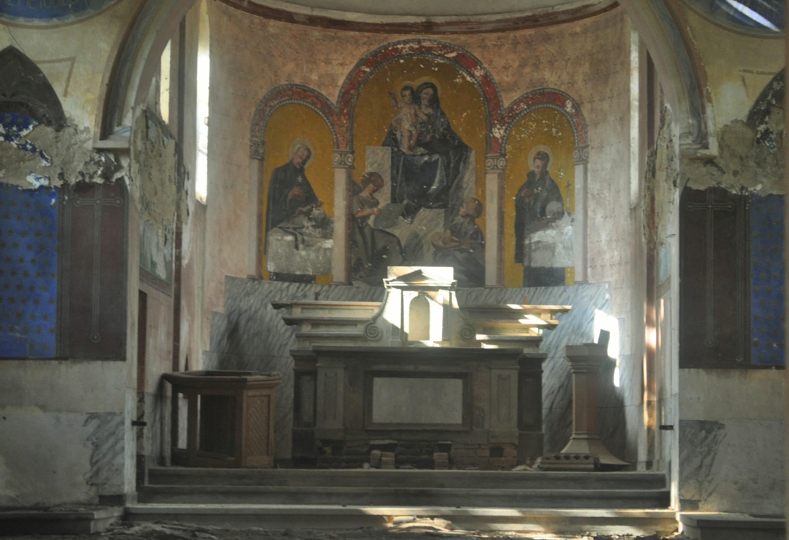 Немската църква в разруха.