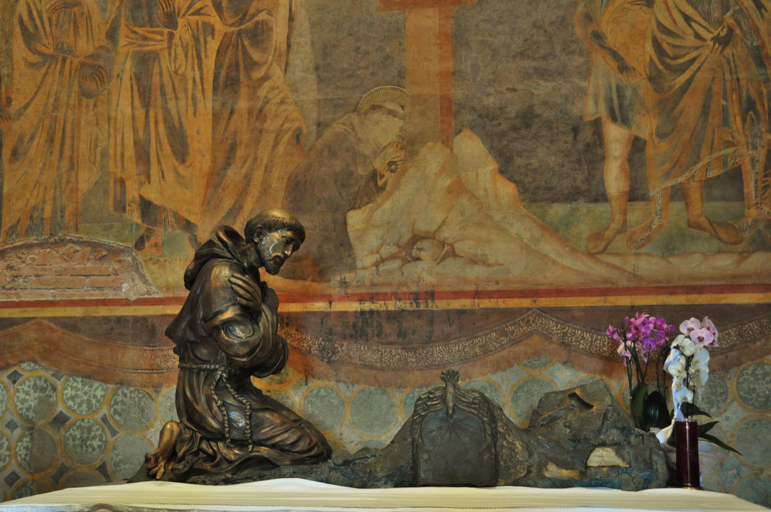 Асизи е свързан и с българската история. Малко известно е, че преди да бъде покръстена в православната вяра, съпругата на цар Борис III - Джованна ди Савоя, е членувала във францисканския орден.